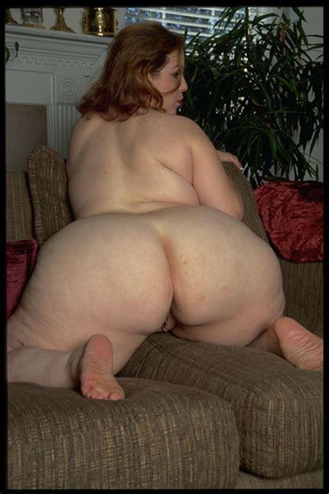 gigantic naked woman jpg 400x600