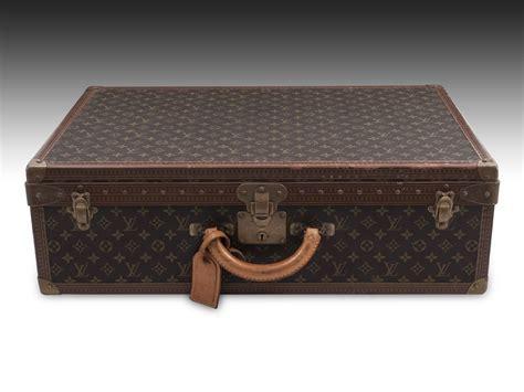 vintage look suitcase jpg 2000x1500